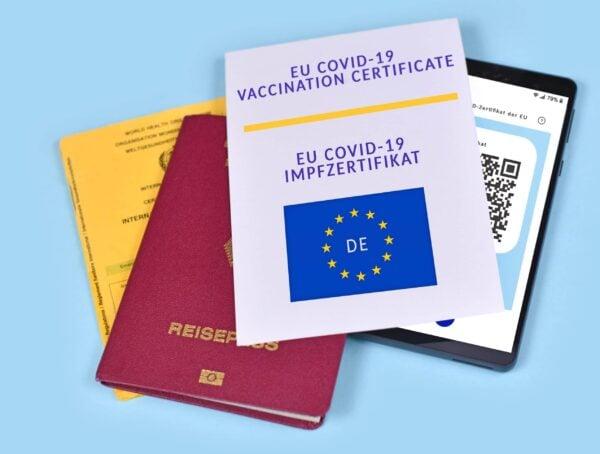 Symbolbild Impfzertifikate Kontrolle